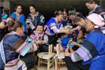 พลิกชีวิตใหม่ให้กับสตรีชาวจ้วงมณฑลยูนนานด้วยงานผ้าปัก