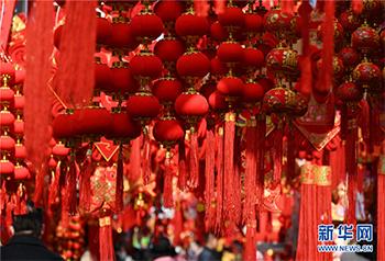 ต้อนรับเทศกาลตรุษจีนด้วยสีแดงสีแห่งมงคล
