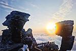 ทะเลหมอกยามพระอาทิตย์อัสดงในภูเขาฝันจิ้ง