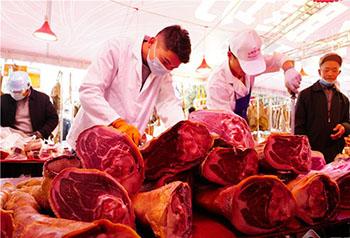 Thịt lạp thơm phức, không khí Tết đậm đà tại Xuân Thành