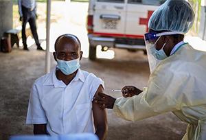 Tổng thống Dim-ba-bu-ê: Trung Quốc viện trợ vắc-xin có ý nghĩa to lớn