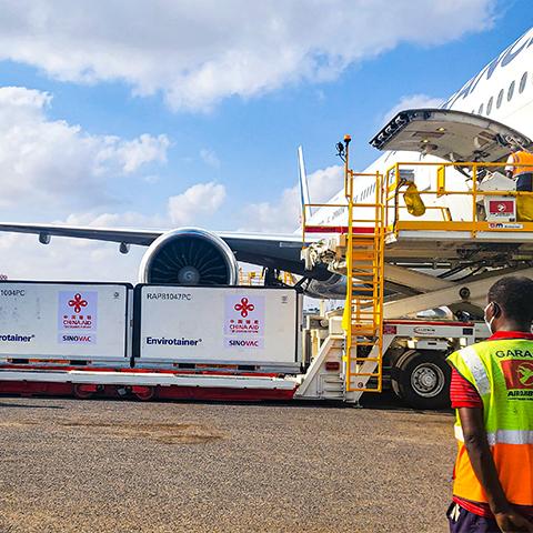 中国援助吉布提新冠疫苗运抵吉布提