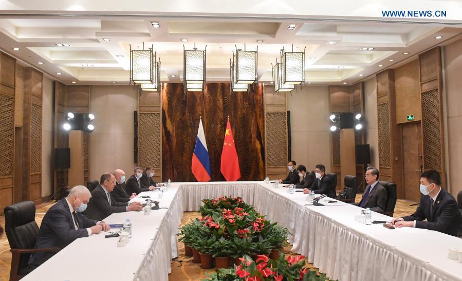 Chinese, Russian FMs hold talks, reach strategic consensus