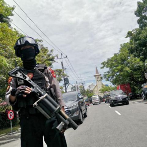 印尼一教堂外发生爆炸袭击致多人受伤