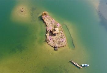 ဖူက်ယ္ေဟးေဒသရွိ ခစထက္အိုေအစစ္ မွ အစိမ္းေရာင္ေက်ာက္မ်က္