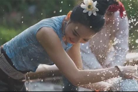 """Ra mắt MV ca khúc Lễ hội Té nước chương trình """"Lễ hội Té nước trực tuyến"""" ở Mãnh"""
