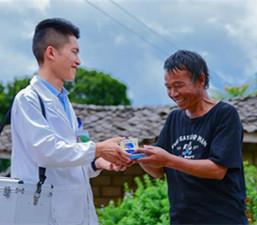 တရုတ္-ျမန္မာ နယ္စပ္ေဒသတြင္ တာဝန္ထမ္းေဆာင္ေနေသာ ေက်းလက္ဆရာဝန္ ရန္ရွန္တုန္း