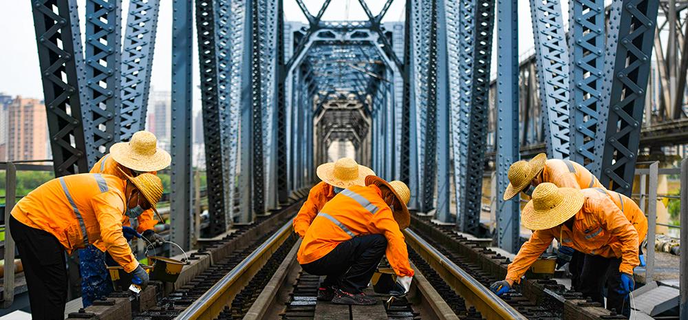 百年铁路大桥守护者