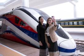 中老铁路承载老挝民众期盼