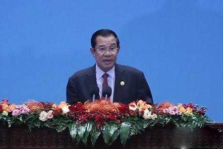 柬埔寨首相:柬要加大科研投入追赶第四次工业革命