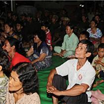 """""""露天电影院""""柬埔寨站巡映活动在磅通省成功举行"""
