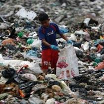 拒做垃圾场!马来西亚把塑料垃圾送回源头国