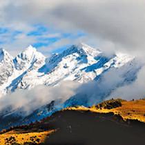 白雪掩映四姑娘山
