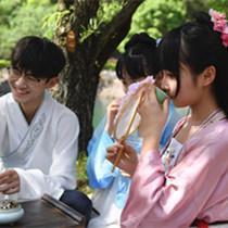 长沙大学生着汉服沿袭传统再现古代上巳节