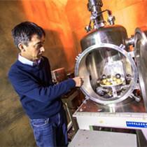 """在中国一所大学的山洞里,有这样一群""""追引力的科学家"""""""