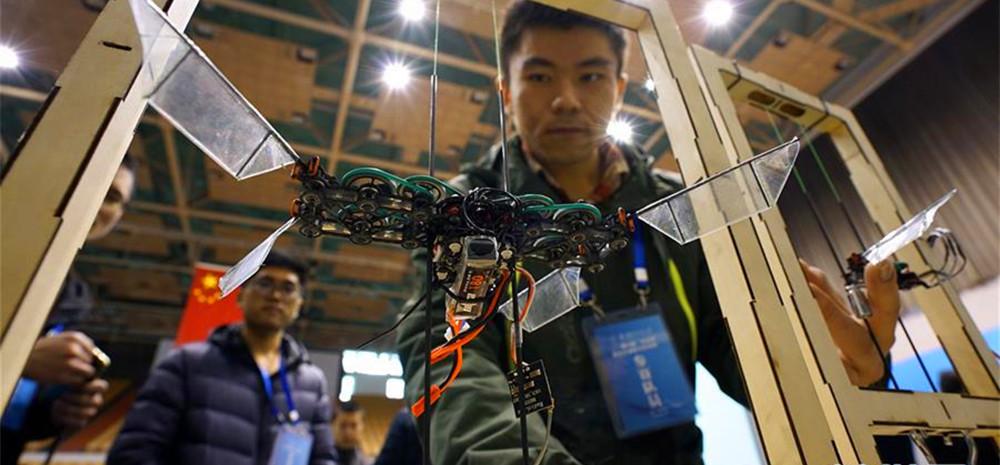 南航研究生展示科技创新作品