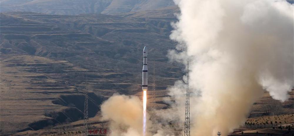 """中国""""一箭三星""""成功发射吉林一号视频04、05、06星"""