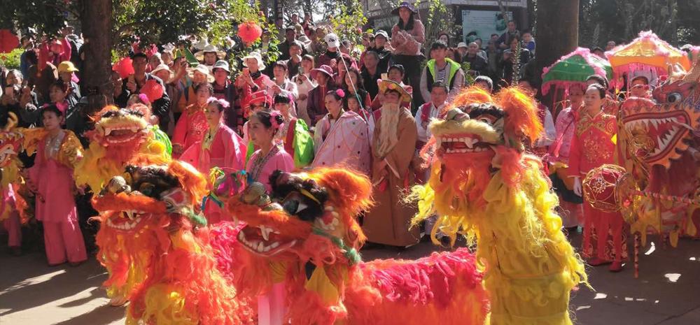 8万游客昨日赶金殿庙会 看舞狮唱花灯 人山人海 赏山茶品小吃 快哉快哉