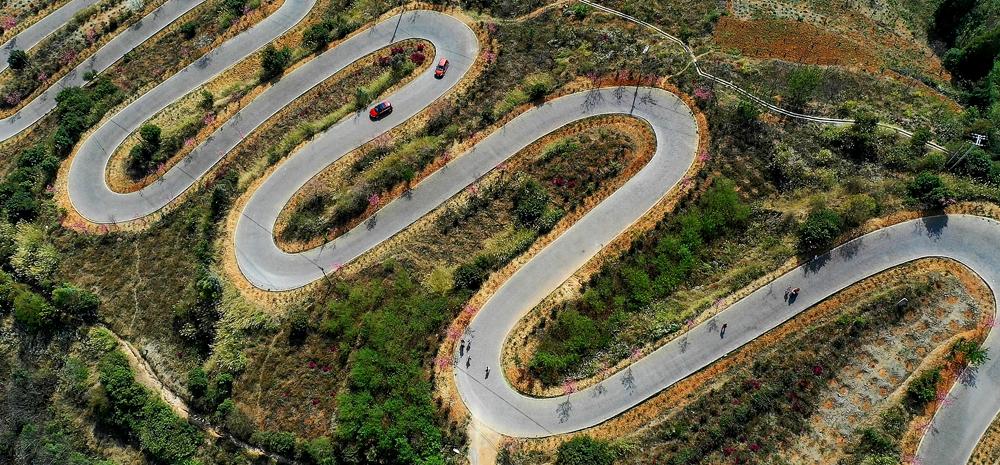"""世界上最弯的公路!云南宜良""""68道拐"""""""