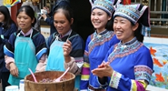 Lazhe: good village to row bamboo rafts, eat colorful rice