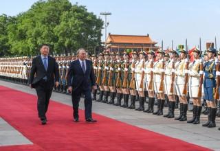 ประธานาธิบดีจีนพบกับประธานาธิบดีคาซัคสถาน