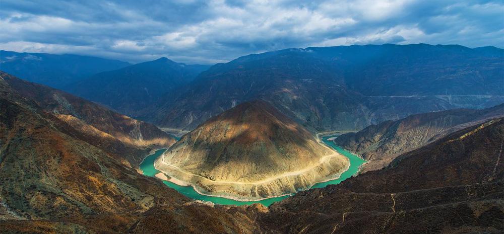 โค้งใหญ่คุ้งสวยของแม่น้ำจินซา (ทรายทอง)