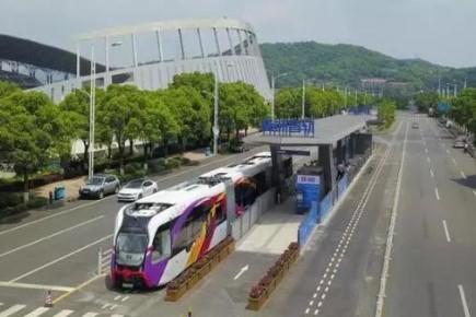 จีนเริ่มใช้ระบบขนส่งอัจฉริยะ ลูกผสมรถเมล์-รถไฟ สร้างง่ายสร้างถูก