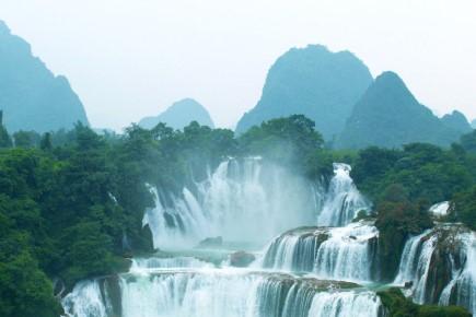น้ำตกข้ามพรมแดนจีน-เวียดนาม ใหญ่สุดในเอเชีย เจอมวลน้ำมากกว่าปกติ!