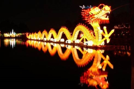 ตรุษจีนจบ งานโคมไฟไม่จบ! 'นิทรรศการแสงสีและโคมไฟ' ที่สวนสาธารณะต้ากวน คุนหมิงยังจัดต่อเนื่องถึง 24 มี.ค.
