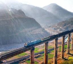 ทัศนียภาพอันสวยงามสองข้างทางรถไฟเฉิงคุน