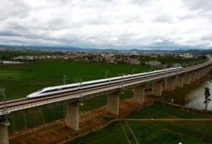 เปิดบริการใหม่รถไฟความเร็วสูงระหว่างคุนหมิง-ฉู่ฉง-ต้าหลี่ สามารถขนส่งผู้โดยสารได้เฉลี่ยวันละ 33,000 คน/ครั้ง