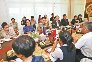 คณะผู้แทนสื่อมวลชนมณฑลยูนนานเข้าพบปะสนทนากับกรมประชาสัมพันธ์ไทย