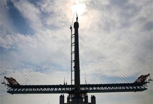 สะพานแม่น้ำแยงซี เซี่ยงไฮ้-หนานทง มีความสูงกว่า 300 เมตร