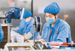 วิสาหกิจการค้าต่างประเทศของจีนเริ่มฟื้นฟูการผลิต พร้อมเสริมการป้องกันการแพร่ระบาดโควิด-19