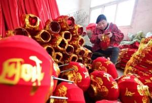 ทำโคมไฟรับตรุษจีน