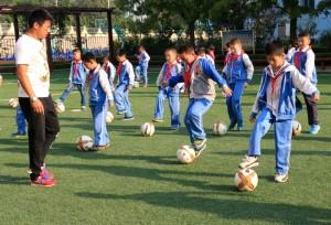 จีนเตรียมสร้างโรงเรียนฟุตบอลเพิ่มอีก 30,000 แห่งก่อนสิ้นปี 2025