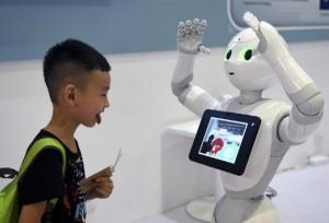 งานมหกรรมหุ่นยนต์โลกปักกิ่งดึงดูดเด็กและเยาวชน