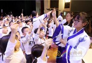 วันแรกของการเปิดเทอมของนักเรียนชั้นประถมในเมืองคุนหมิง