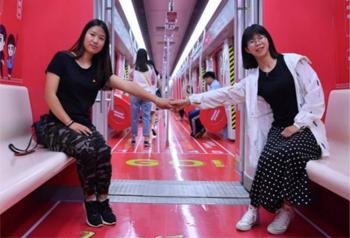 """รถไฟใต้ดิน """"ขบวนเยาวชน"""" เปิดให้บริการในเมืองคุนหมิง"""