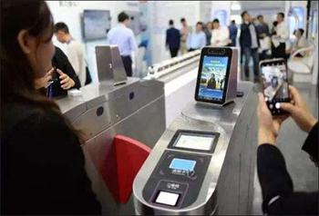 รถไฟใต้ดินปักกิ่งทดสอบเทคโนโลยีการจดจำใบหน้า คาดอนาคตใช้ระบบสแกนหน้า