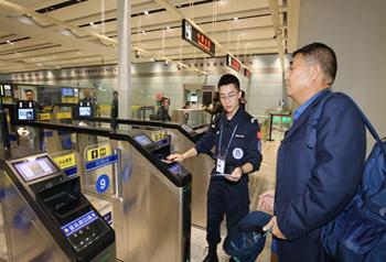 ด่านศุลกากรคุนหมิงได้เปิดช่องทางผ่านด่านตรวจคนเข้า-ออกเมืองแบบอัตโนมัติ 10 ช่องอย่างเป็นทางการ