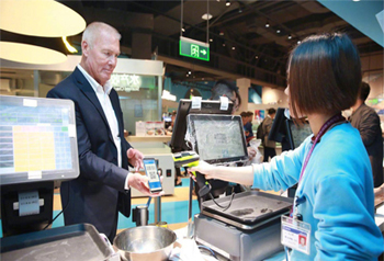 อาลีเพย์เปิดบริการ ชาวต่างชาติเที่ยวจีนชำระเงินผ่านมือถือได้แล้ว