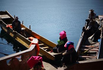 อาหารมื้อค่ำในคืนส่งท้ายปีเก่าต้อนรับวันตรุษจีนของชาวโมซัว  ทะเลสาบลู่กู