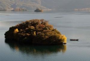 ทะเลสาบหลูกูทิวทัศน์ที่สวยงามและน่าหลงไหล