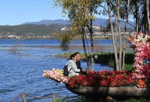 ทัศนียภาพที่สวยงามของสวนสาธารณะพื้นที่ชุ่มชื้นลาโซไห่ อวี่หลง มณฑลยูนนาน