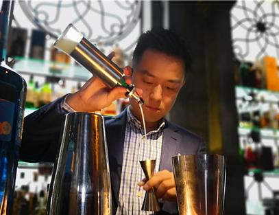 ປຸງຄັອກເທວ(cocktail)ຫນຶ່ງຈອກ ແລະ ຮ່ວມເຕີບໃຫຍ່ໄປກັບຕົວເມືອງ