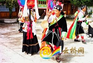 【វប្បធម៌ Diqingមានអ្នកស្នងតំណែង】លោក Li Lihua រាំរបាំ Tacheng Reba ក្នុងការបួងសួង ទទួលយកសេចក្តីសុខ និងភាពសោយសុខ
