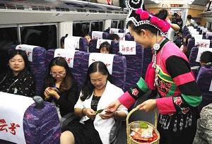 """រថភ្លើងល្បឿនលឿនទេសចរណ៍និងវប្បធម៌ឈ្មោះ """"Xiangyun"""" បានចេញដំណើរលើកដំបូងជាផ្លូវការ"""